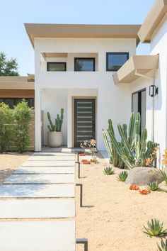 We talk bathrooms and renovating with the Californian Homme Boys — The Beach People Journal White Exterior Paint, Exterior House Colors, Exterior Design, Interior And Exterior, Online Landscape Design, Mexico House, Entry Way Design, Desert Homes, Outdoor Living