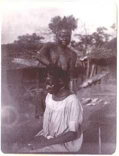 Woman doinganother'shair inOwakande, which is directly located on the Cross River in what is now northern Cross River state, Nigeria. By Charles Partridge, 1904.