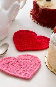 Valentine Heart Coaster - Free Pattern from Red Heart Yarn Diy Tricot Crochet, Crochet Potholders, Love Crochet, Crochet Gifts, Crochet Yarn, Crochet Flowers, Crochet Hearts, Crotchet, Headband Crochet