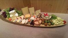 Hier sehen sie Bilder von Käseplatten und Käse-Torten: Diese Bilder sind Eigentum von Das-Käseportal! Die Produkte sind Herstellungen von der Käsetheke im Scheck-in Center Achern!  Bilder von…