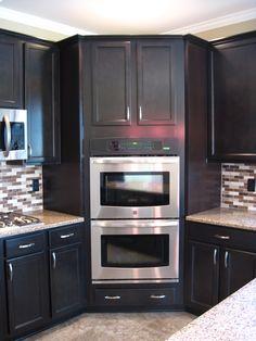 Double Oven Kitchen, Long Kitchen, Cool Kitchen Gadgets, Cool Kitchens, Kitchen Upgrades, Kitchen Ideas, Armoire Makeover, Cocinas Kitchen, L Shaped Kitchen