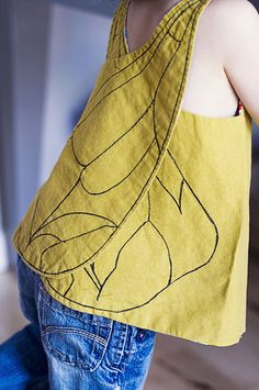 DIY Little Bee Pinafore via Girl Like The Sea. standard wrap pinafore with bee wings Sewing Hacks, Sewing Tutorials, Sewing Crafts, Sewing Projects, Sewing Patterns, Diy Projects, Sewing For Kids, Baby Sewing, Diy For Kids
