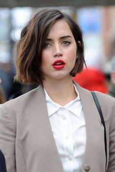 Bob Hairstyles are the Most Demanding Hairstyles for Women. Here are Most Trending Bob Hairstyles for Women in 2018 providing a trendy look. Bob Hairstyles 2018 are Best Hairstyles on Round Faces and Long Faces. Bob Hairstyles 2018, Short Curly Haircuts, Curly Hair Cuts, Bob Haircuts For Women, Short Hair Cuts For Women, Curly Hair Styles, Haircut Short, Wave Hairstyles, Trendy Hairstyles