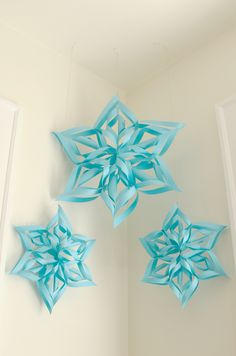 Ladyface Blog: Pretty Paper Snowflakes