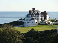 Taylor Swift's new home is one of the most luxurious homes on the East coast.