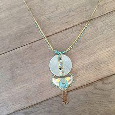 Ce collier en métal doré vous séduira par son pendentif lumineux relevé par des mini pompons et des pampilles turquoise qui habillent la chaînette en métal doré pour un bijou féminin qui boostera vos looks d'été !   #satelliteparis#bijoux#gioielli#jewelry#love #photooftheday#beautiful#fashion#collier#necklace#cadeaufemme#bijouxfantaisie#style#bijou