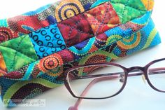 Day Nine: Quilted Eyeglass Case — The Inquiring Quilter Fabric Christmas Trees, Christmas Tree Ornaments, Christmas Wreaths, Home Decor Dyi, Fabric Gifts, Fabric Strips, Xmas Decorations, Xmas Gifts, Quilting Projects