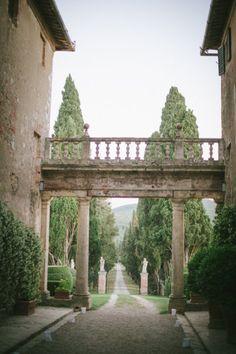 The rustic elegance of the Borgo Stomennano, a tuscan estate in Monteriggioni, photography Leila Scarfiotti