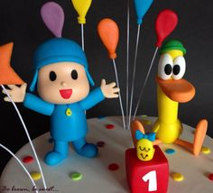 Pocoyo, Pato y Valentina modelados en fondant para la tarta del primer cumpleaños de Eduardo #pocoyo #tartapocoyo #pocoyocake #pocoyofondant #patofondant #pocoyoyamigos #tartainfantil #tartaprimercumpleaños #tarta #cake