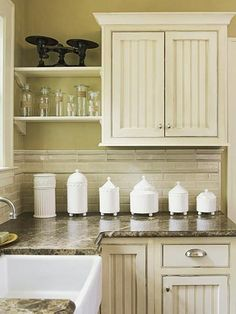 I really like the open shelves. They'd be perfect for my cookbooks and large canisters.