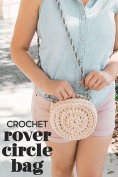 This rover circle bag is just amazing y'all. Your other bags are now a thing of the past. Taylor from Taylor Lynn Crochet made this beauty for me and I've shared the pattern on my blog! And this bag uses just one skein!! So you'll soon be needing one in every color you can get your hands on. #crochet #crochetbag #circlebag #rovercirclebag #crochetpurse #crossbodybag #taylorlynncrochet #sewrella #freepattern #easypattern #forbeginners #diy #accessories #crochetaccessories
