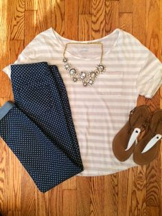 love this outfit and the polka dot jeans are super cute even though I just want shirts Looks Cool, Looks Style, Style Me, Elegante Y Chic, Casual Outfits, Cute Outfits, Work Outfits, Casual Wear, Polka Dot Jeans