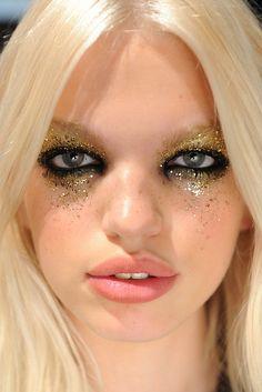 gold glitter eyeshadow. halloween fallen angel dark glitter