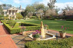New Orleans: Longue Vue Gardens: Spanish Court, dolphin fountain