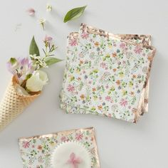 The Rose Gold Foil Napkins are a cute way to decorate your next special event. Napkins feature a colorful ditsy floral print with a rose gold foil scalloped edge. Coordinate napkins with your floral themed tea party or garden theme party. Gold Napkins, Party Napkins, Wedding Napkins, Cocktail Napkins, Motif Floral, Ditsy Floral, Floral Prints, Floral Design, Décoration Baby Shower