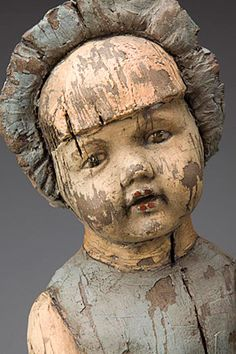 Clay Sculpture with glaze. Looks like old, wooden doll, doesn't it. The work of Margaret Keelan Creepy Dolls, Creepy Faces, Arte Popular, Paperclay, Old Dolls, Wooden Dolls, Antique Toys, Doll Face, Vintage Dolls