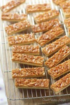 サックサクなサブレにカリカリ甘~いアーモンドヌガーが美味しいフロランタンです♪  ロールケーキ用の27×27cmの天板に合わせて作ってみたものです。