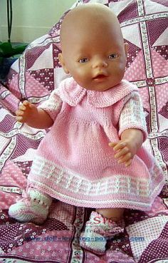 Ideas Crochet Doll Dress Free Pattern Bitty Baby For 2019 Baby Knitting Patterns, Knitted Doll Patterns, Knitted Dolls, Baby Patterns, Knitting Dolls Clothes, Crochet Doll Clothes, Doll Clothes Patterns, Clothing Patterns, Baby Born Clothes