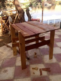 small pallet wood table.