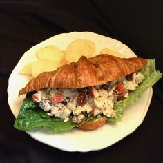 Pecan Chicken Salad with Apples and Grapes Chicken Salad With Apples, Pecan Chicken Salads, Chicken Salad Recipes, Roasted Chicken, Healthy Salads, Healthy Eating, Grape Recipes, Rotisserie Chicken, Pecans