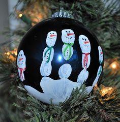 Bastel-Ideen für Kinder - Verwandeln Sie einen Handabdruck in Schneemänner