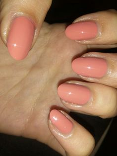 Oval Nails - http://www.naildesignsforyou.com/acrylic-nail-shapes-styles/ #nailshapes #nailstyles #acrylicnails