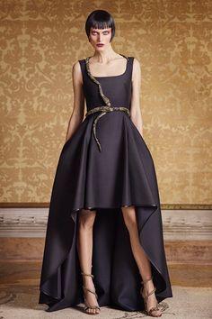 Guarda la sfilata di moda Alberta Ferretti Limited Edition a Milano e scopri la collezione di abiti e accessori per la stagione Alta Moda Primavera Estate 2016.