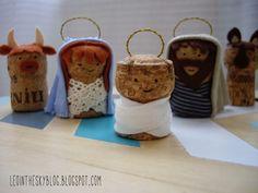 Secret santa DIY presents and gift wrapping using corks Nativity Crafts, Christmas Nativity, Christmas Deco, Christmas Time, Christmas Crafts, Xmas, Christmas Ornaments, Cork Art, Wine Cork Crafts