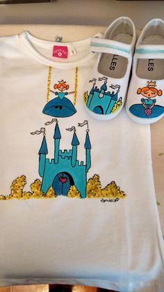 camiseta pintada a mano Fabric Paint Shirt, Fabric Painting, Painted Clothes, Painted Shoes, Baby Girl Drawing, Kids Outfits, Cool Outfits, Easy Crochet Hat, Fabric Paint Designs