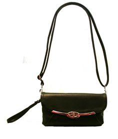 Nabon kaunis juhlalaukku, mitä voi kantaa niin kädessä kuin olalla. Laukku menee niin juhlaan kuin arkeenkin simppelin tyylikkyytensä ansiosta - BeBag.fi