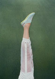 See all the Collection photos from Adidas By Stella Mccartney Spring/Summer 2014 Ready-To-Wear now on British Vogue Sport Fashion, Look Fashion, Fashion Details, Fitness Fashion, Fashion Show, Fashion Tv, Stella Mccartney Adidas, Sport Food, Reebok