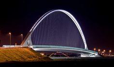 Ponte di Calatrava al Casello Autostradale, Reggio Emilia, Italy Santiago Calatrava, Chinese Architecture, Modern Architecture House, Futuristic Architecture, Modern Houses, Beautiful Architecture, Stadium Architecture, Three Bridges, Bridge Design