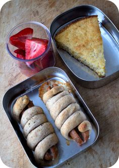 """Easy lunch box ideas: Cornbread; """"pizza"""" sausages wraps; and strawberries. http://www.LunchBoxBlues.com"""
