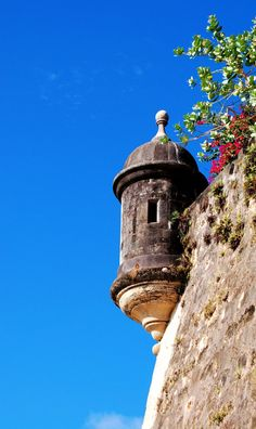Garita en el Paseo de la Princesa Puerto Rico Island, Reserva Natural, Crafts With Pictures, Puerto Ricans, Art Oil, Cute Wallpapers, Great Places, Lighthouse, Acrylic Paintings