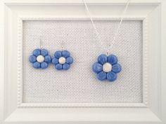Ciondolo ed orecchini a forma di fiori azzurri in di oensahandmade