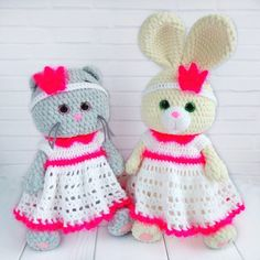 CROCHET BUNNY in clothes pdf pattern. Crochet outfit for stuff toys: dress and crown. Pikachu Crochet, Crochet Pig, Crochet Rabbit, Crochet Animals, Crochet Bird Patterns, Crochet Bunny Pattern, Crochet Patterns Amigurumi, Amigurumi Toys, Russian Pattern