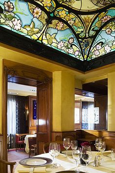 Stained glass dome by France Vitrail International in Brasserie Flo ...