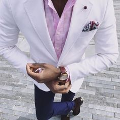 White blazer & Pink Shirt. Weekend Menswear