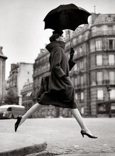 Richard Avedon: Carmen Dell'Orefice (Homage to Munkácsi), Place François-Premier, Paris, 1957. Harper's Bazaar. Coat by Pierre Cardin.