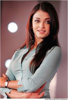Ex-Miss World Aishwarya was Rated as one of the ten most beautiful women in the world. Let's look at Aishwarya Rai Photos and get some style inspiration! Aishwarya Rai Young, Aishwarya Rai Pictures, Aishwarya Rai Photo, Actress Aishwarya Rai, Aishwarya Rai Bachchan, Beautiful Bollywood Actress, Beautiful Indian Actress, Beautiful Actresses, Miss World