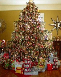 Christmas Tree Wallpaper, Tinsel Christmas Tree, Merry Christmas, Beautiful Christmas Trees, Christmas Banners, Christmas Mood, Vintage Christmas Ornaments, Christmas Tree Decorations, Christmas Lights