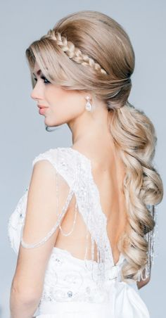 Wedding hairdo - beautiful braid! {long hairstyle, bride, bridal, gorgeous bride, wedding inspiration, wedding beauty, curly hair, perfect wedding hair}