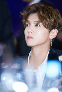 2065d4d3e81f Image shared by Cathy Phan. Find images and videos about luhan on We Heart  It - the app to get lost in what you love.