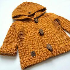 Neu Stricken Ravelry: Project Gallery for Snug pattern by Hinke, Baby Cardigan Knitting Pattern, Knitted Baby Cardigan, Hand Knitted Sweaters, Baby Knitting Patterns, Knitting Designs, Baby Patterns, Pull Bebe, Ravelry Crochet, Baby Coat
