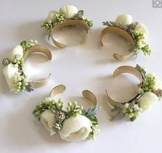 Garden roses, stock and dusty miller bridesmaid cuff corsages. Garden roses, stock and dusty miller bridesmaid cuff corsages. Prom Flowers, Bridal Flowers, Wrist Flowers, Cheap Wedding Flowers, Diy Flowers, Wedding Colors, Wedding Veils, Wedding Bouquets, Wedding Corsages