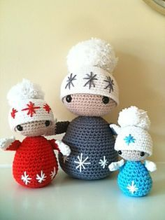 Cute Winter Dolls, free crochet pattern by Annaboo's House Direct Link Here: http://www.blacksheepwools.com/free-patterns