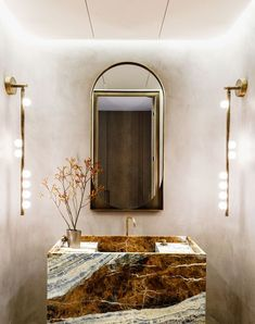 White Bathroom, Bathroom Interior, Small Bathroom, Bathroom Ideas, Restaurant Bathroom, Architecture Restaurant, Bathroom Gallery, Manhattan Apartment, Apartment Design