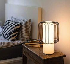 La lampe contemporaine Line est signée par le duo allemand Lena Billmeier et David Baur pour la marque TEO (Timeless Everyday Objects). #TEO #Line #Lena #Billmeier #David #Baur #lampe #table #light #lighting #luminaire #design #bleu #blue #contemporain #cage #home #maison #indoor #interieur #salon #living-room