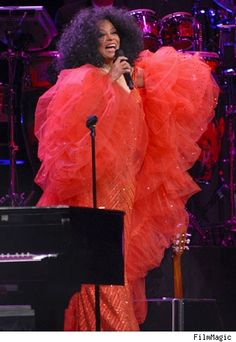 Diana Ross in Concert at The Seminole Hard Rock Hotel and Casino in Hollywood, Florida on April 2007 Diana Ross Supremes, Concert Dresses, Monday Dress, Drew Scott, Darren Criss, Sabrina Carpenter, Alyssa Milano, Jennifer Garner, Celebrity Babies