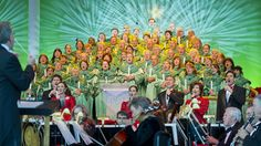 The list of celebrity narrators for Epcot's Candlelight Processional has been finalized.